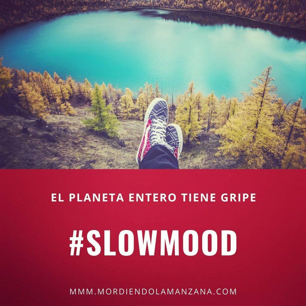 Unos pies colgado de un acantilado con árboles #slowmood