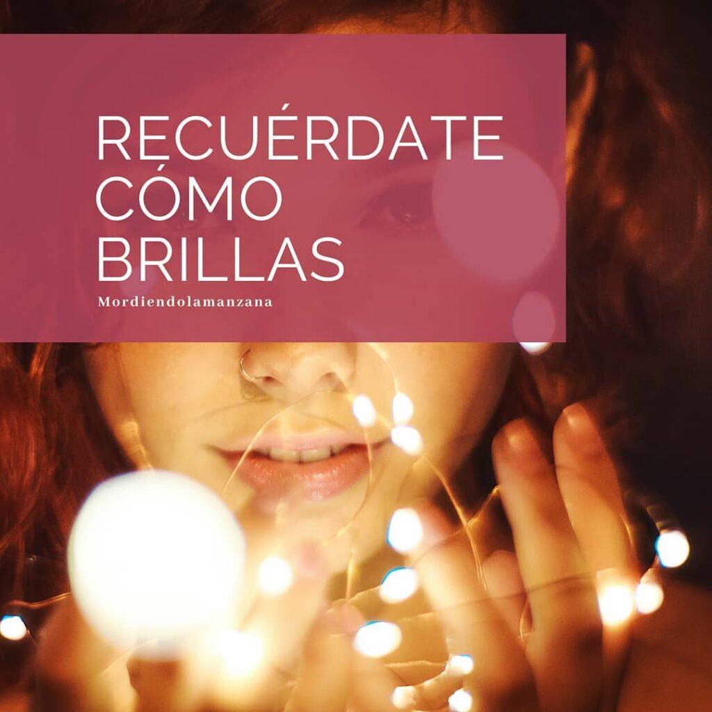 Recuérdate como brillas. Imagen de una chica con luces